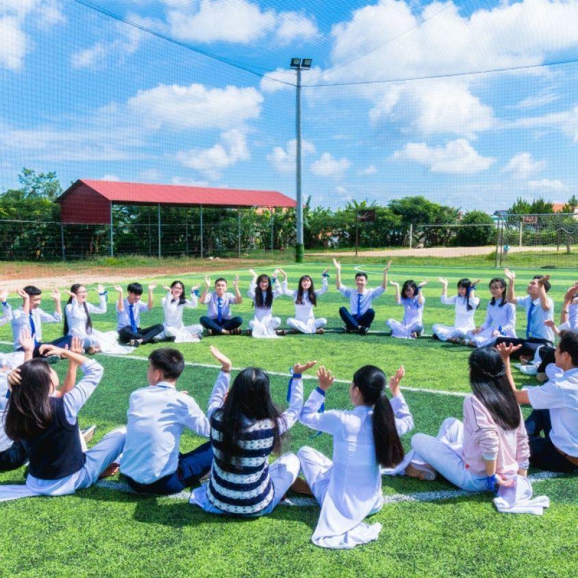 fornitura abbigliamento per scuole bilingue